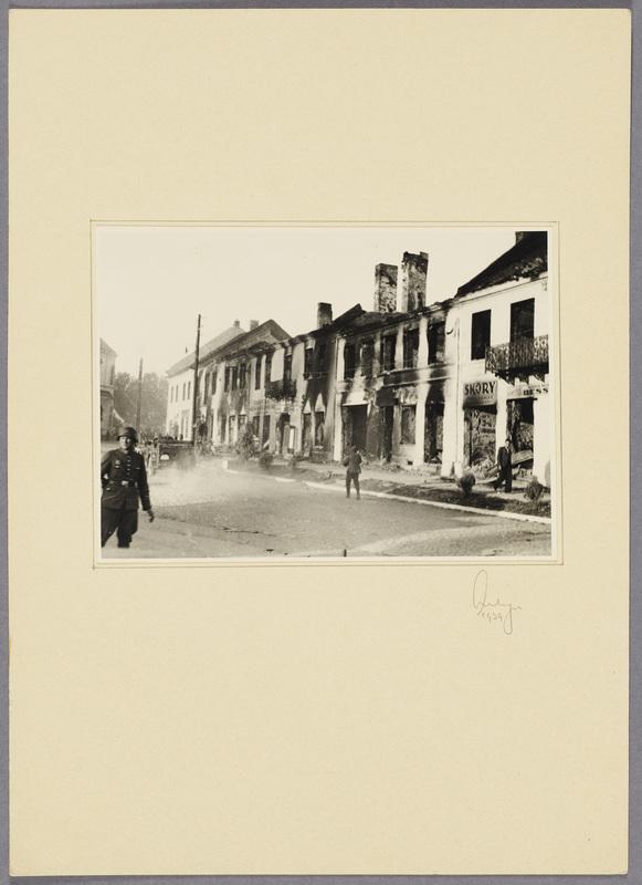 Durch Kriegshandlungen verwüstete Wohnhäuser, recto