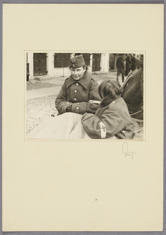 Zwei gefangene polnische Rotkreuzschwestern, recto
