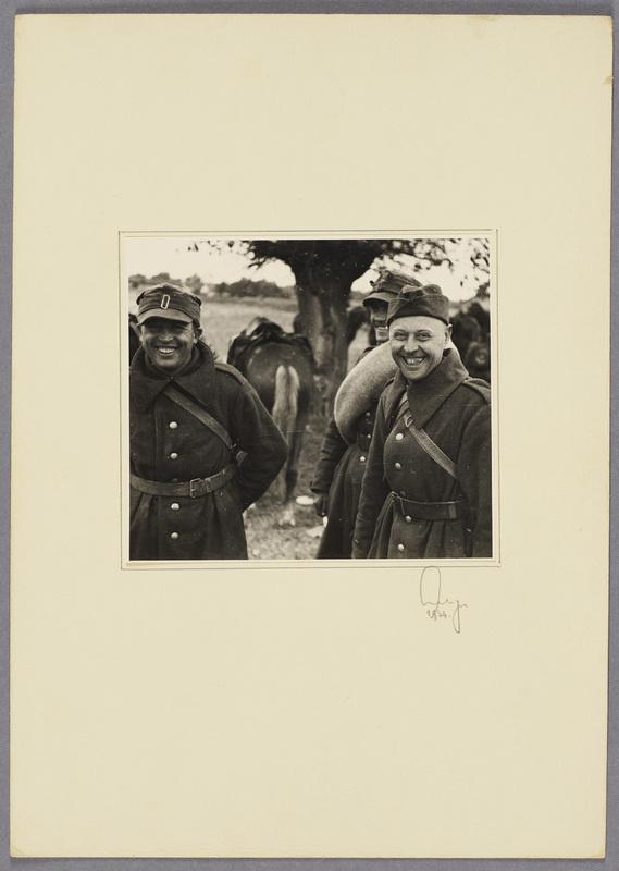 Polnische Kriegsgefangene lächeln in die Kamera, recto