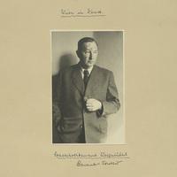 Portrait Kurt Seeligers um 1950. Diese Fotografie stammt nicht aus Seeligers Fotokonvolut zum deutschen Überfall auf Polen, sondern wurde der Gedenkstätte von seinem Enkel überlassen.