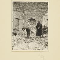 Ein angeblich polnisch-jüdisches Ehepaar im zerstörten Zwoleń