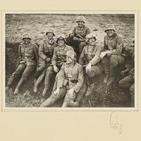Soldaten der Beobachtungs-Abteilung 13 posieren für ein Gruppenfoto