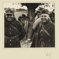 Polnische Kriegsgefangene lächeln in die Kamera