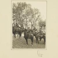 Gefangene polnische Kavalleristen am Straßenrand